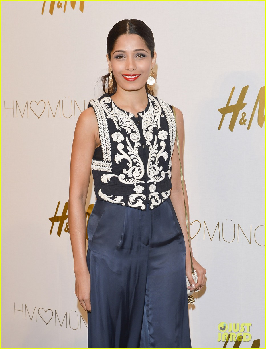 freida pinto cant believe she met alex wek 04