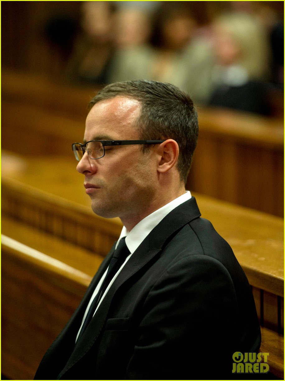 oscar pistorious takes the stand gives tearful apology 04