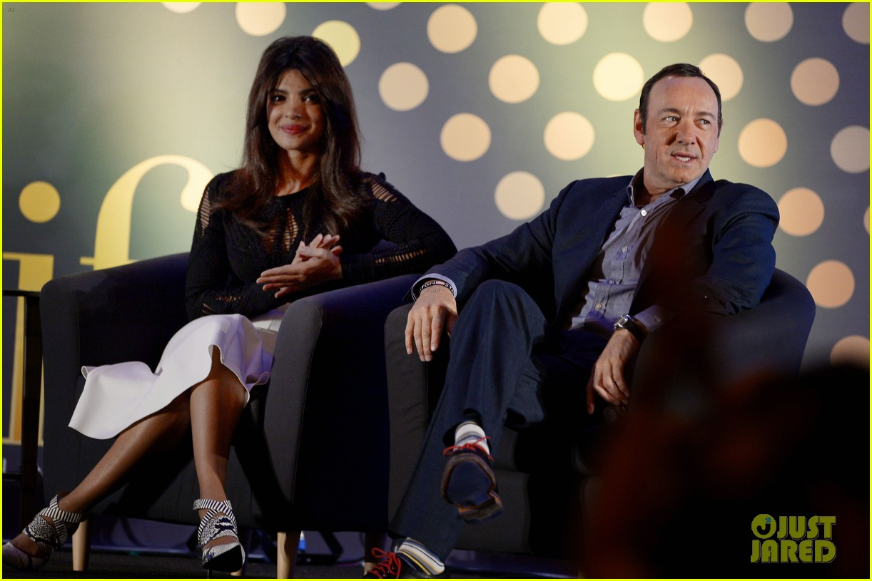 priyanka chopra kevin spacey iifa awards john travolta 073100281