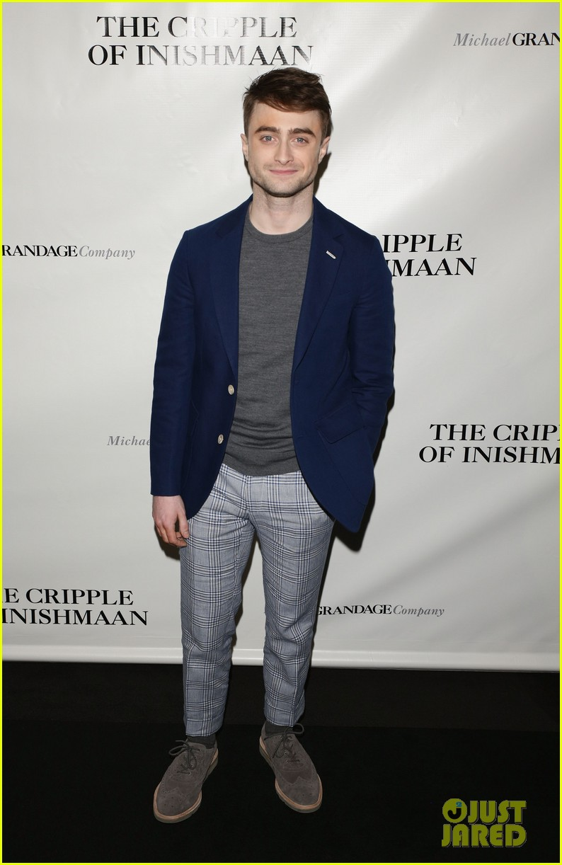 daniel radcliffe receives rave reviews in cripple of inishmaan 01
