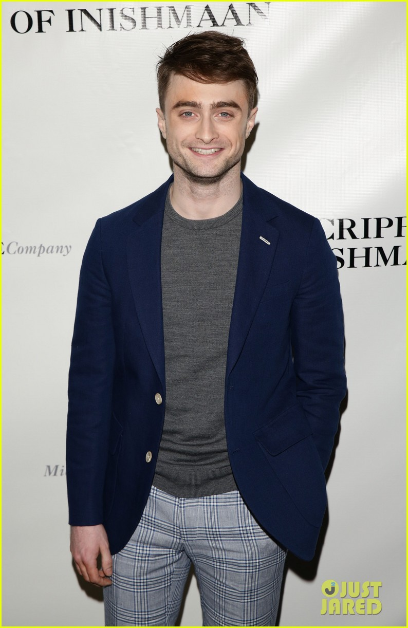 daniel radcliffe receives rave reviews in cripple of inishmaan 05