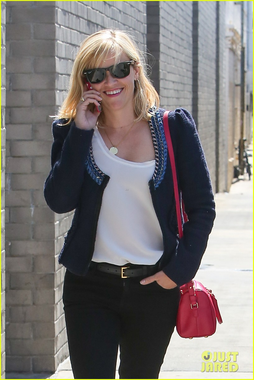 reese witherspoon is all about peeps in her easter basket 093097400