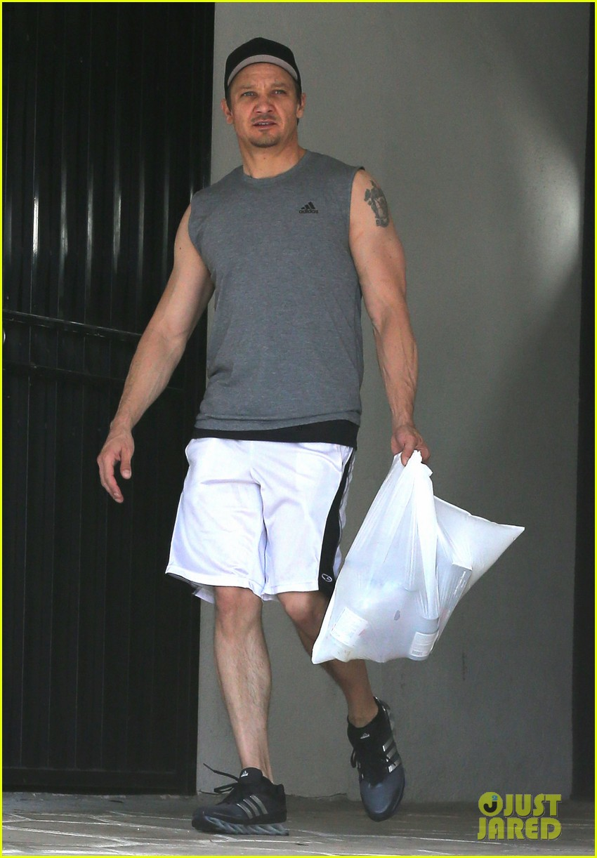 jeremy renner bulging biceps superhero workout 013088245