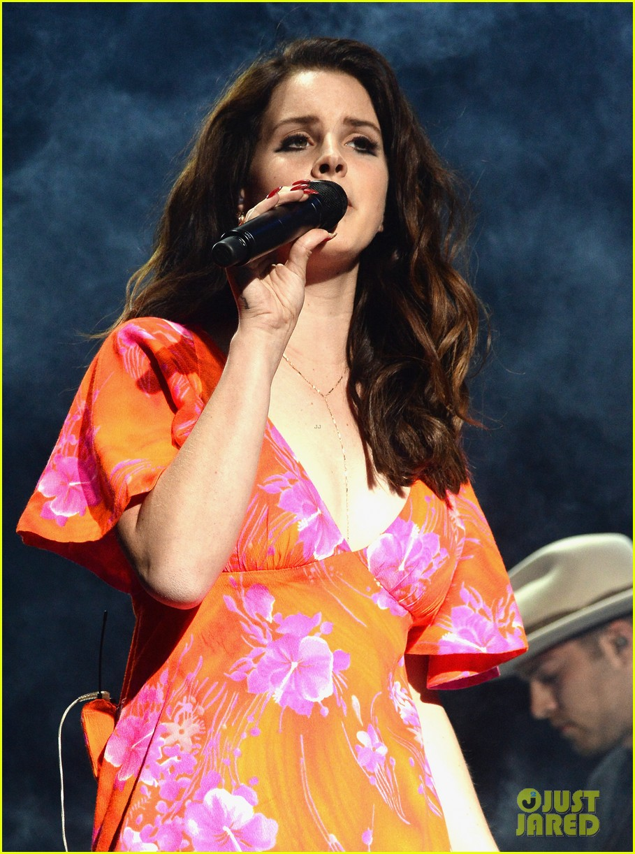 lana del rey premieres new single west coast listen now 093091638