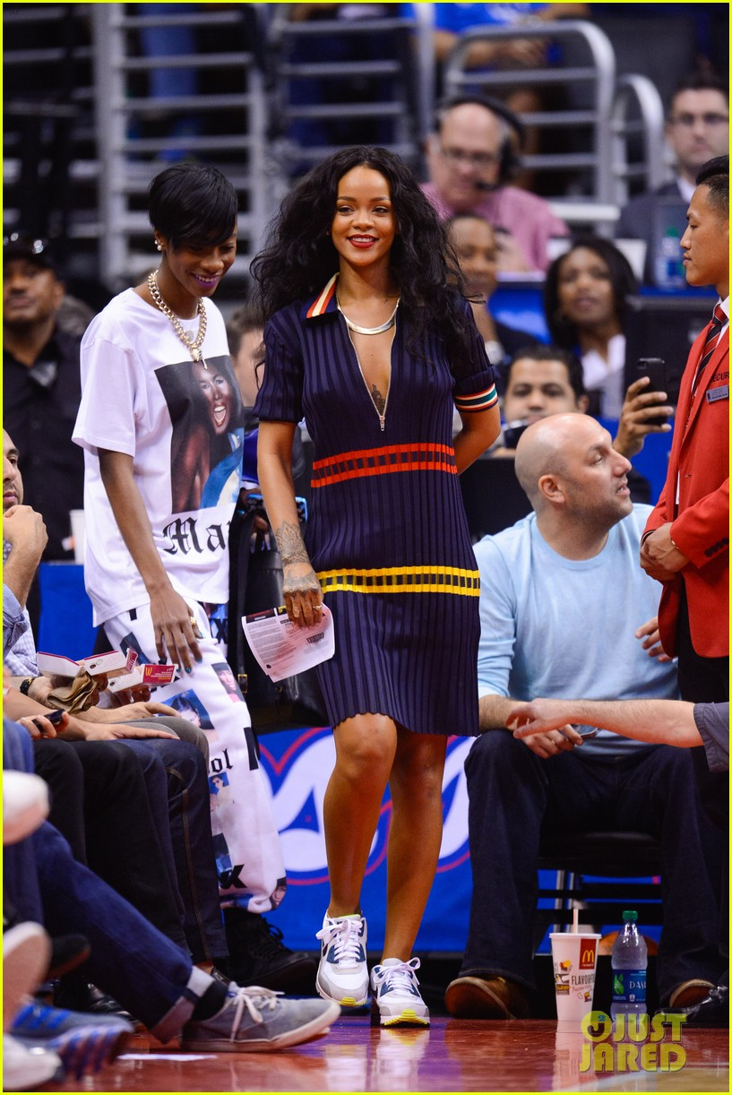 rihanna drake clippers game hug 023088241