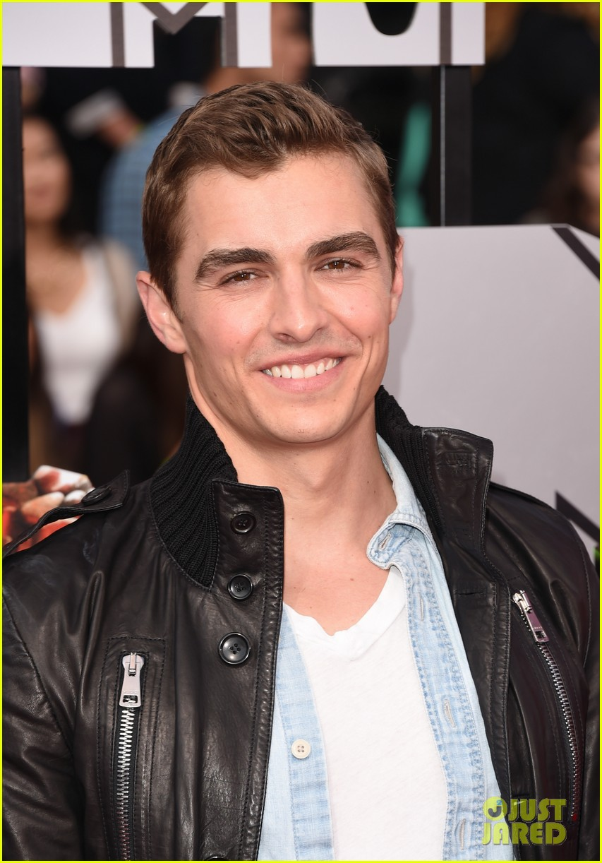 dave franco seth rogen are two neighbors on red carpet at mtv music awards 2014 03