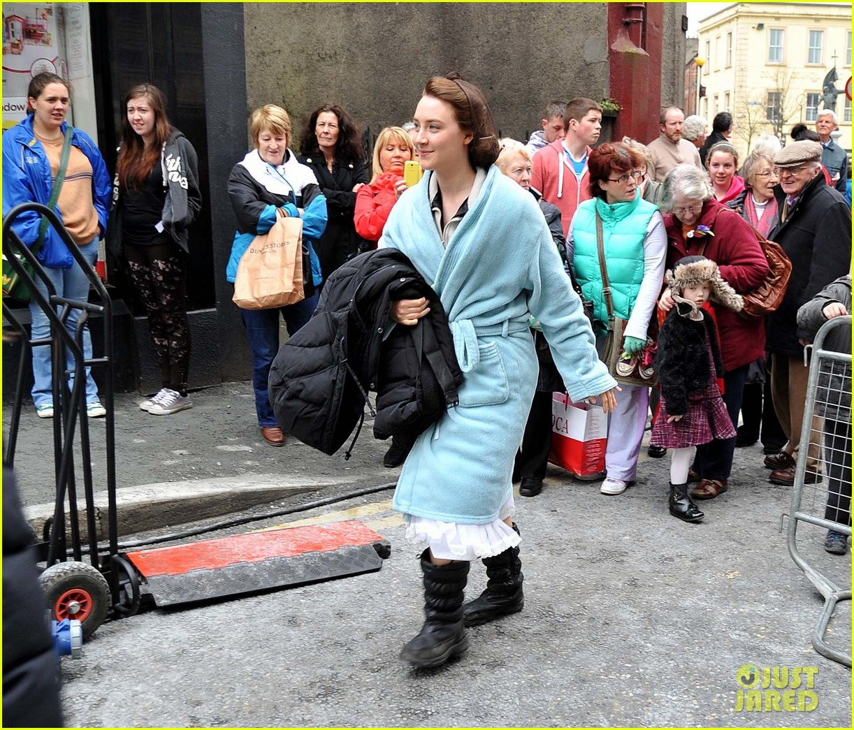 saoirse ronan begins filming brooklyn in ireland 12