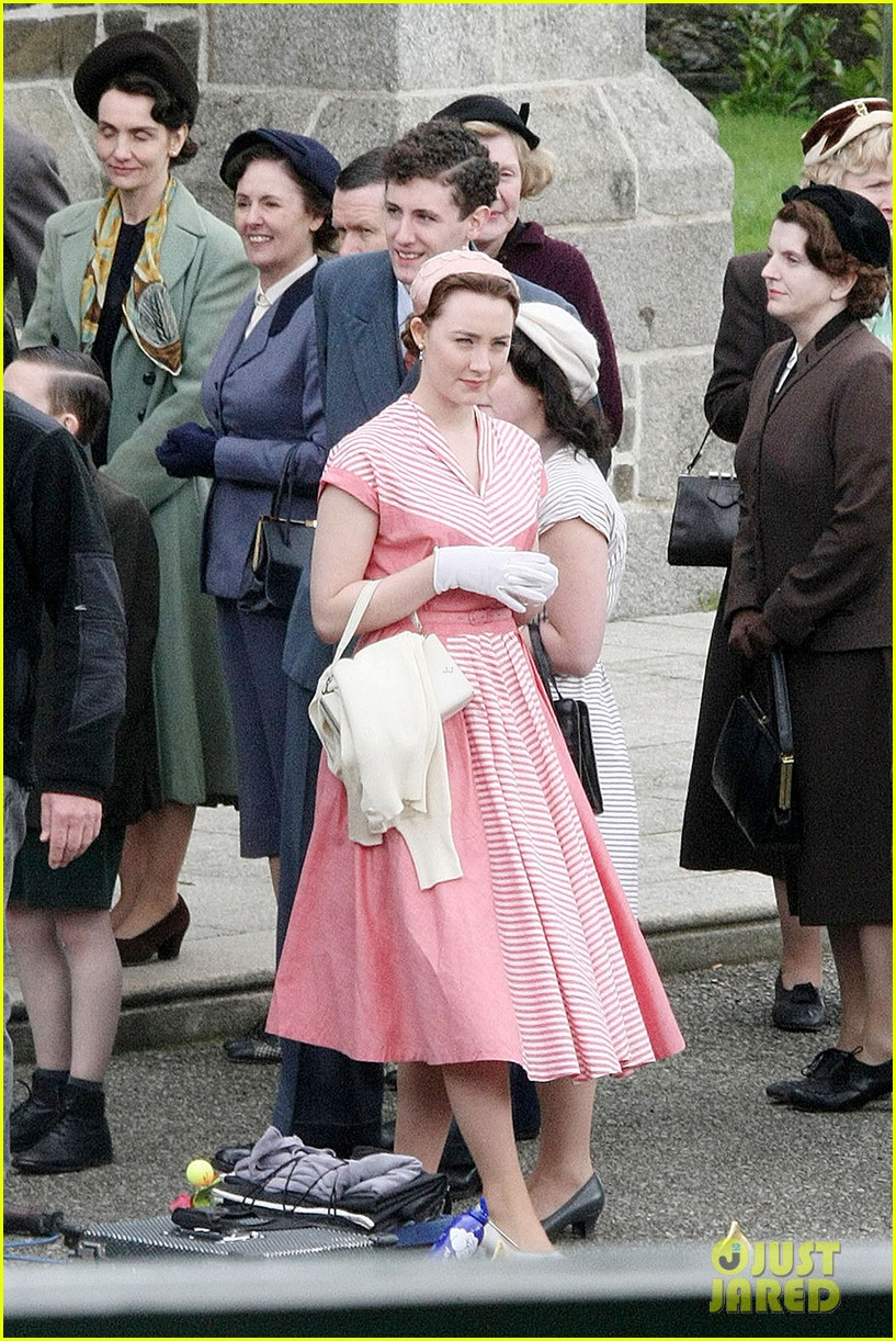 saoirse ronan fifties costumes look so vintage chic 09