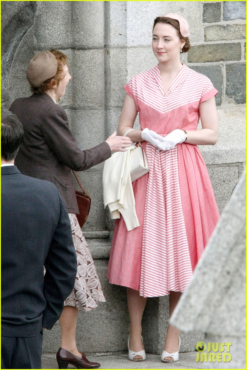 saoirse ronan fifties costumes look so vintage chic 12