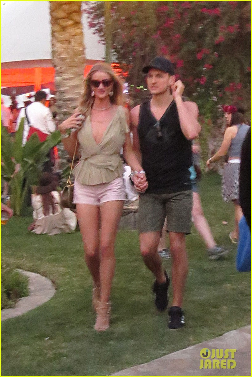 rosie huntington whiteley alessandra ambrosio bring beauty coachella 02