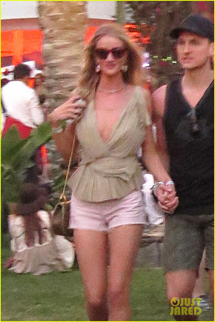 rosie huntington whiteley alessandra ambrosio bring beauty coachella 04