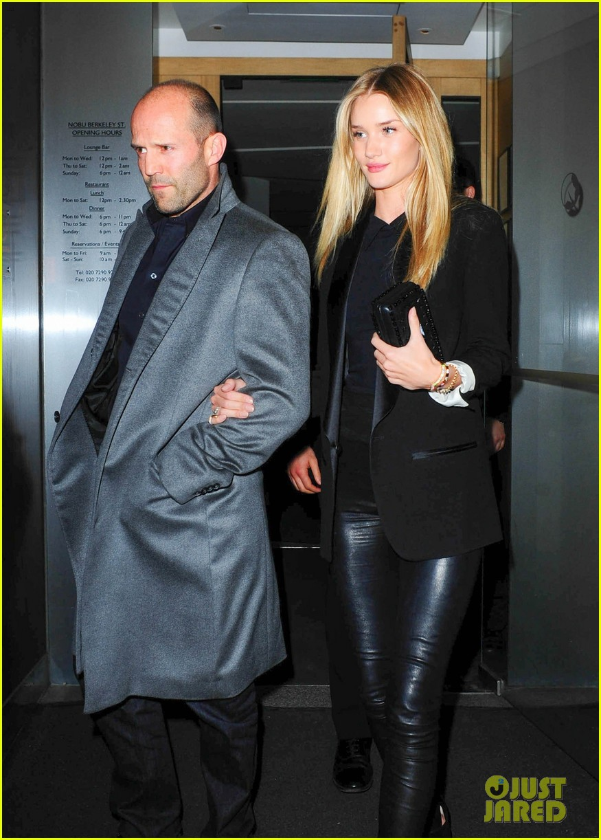 rosie huntington whiteley jason statham london backseat smooches 12