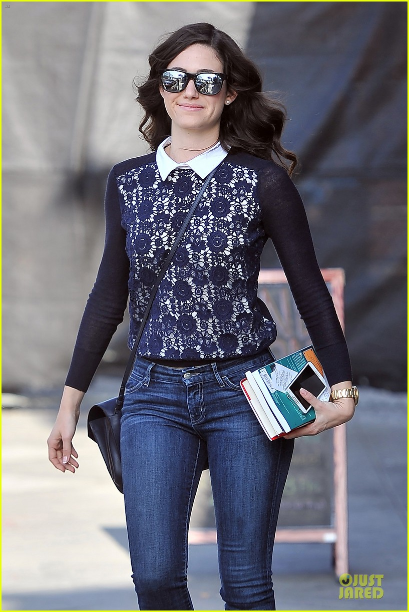 emmy rossum beautiful brainy book worm 02