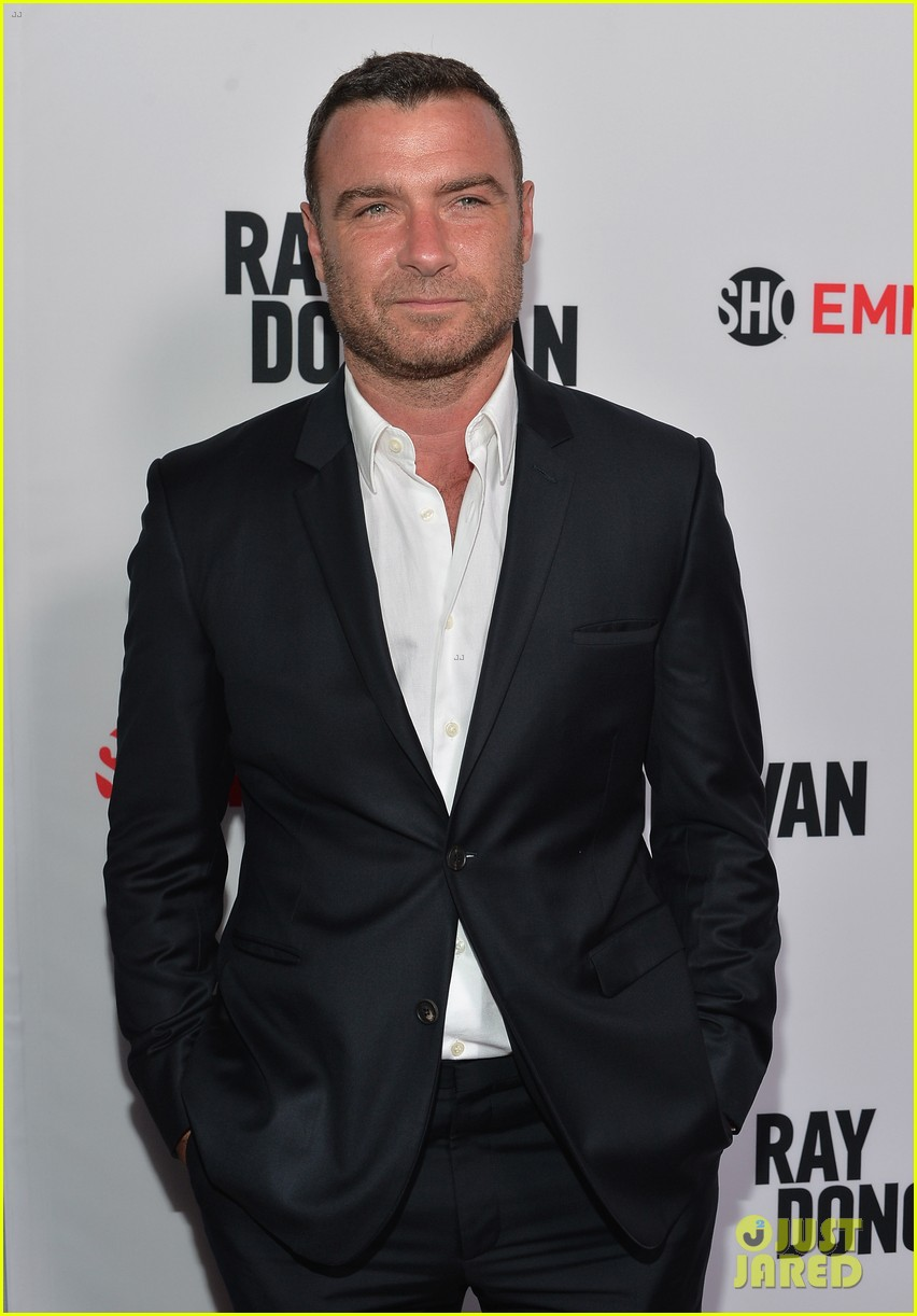 liev schreiber reunites with ray donovan cast at exclusive screening 03