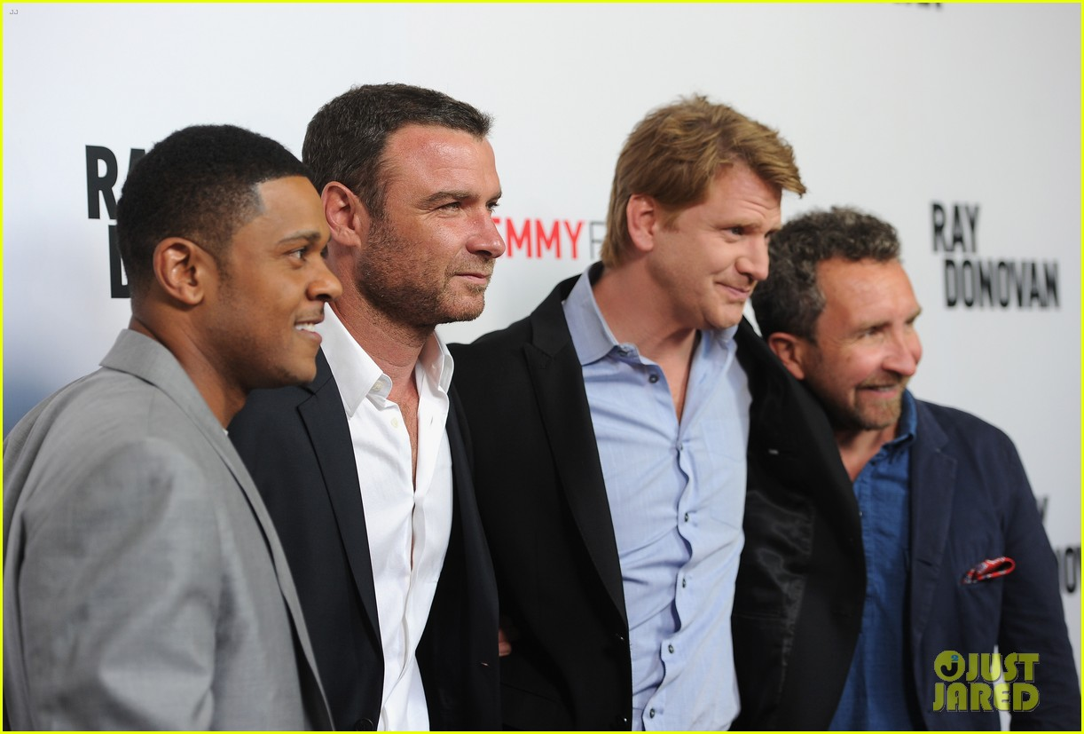 liev schreiber reunites with ray donovan cast at exclusive screening 07