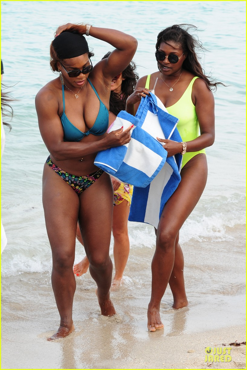 serena williams embracing boobs in fitness 133093554