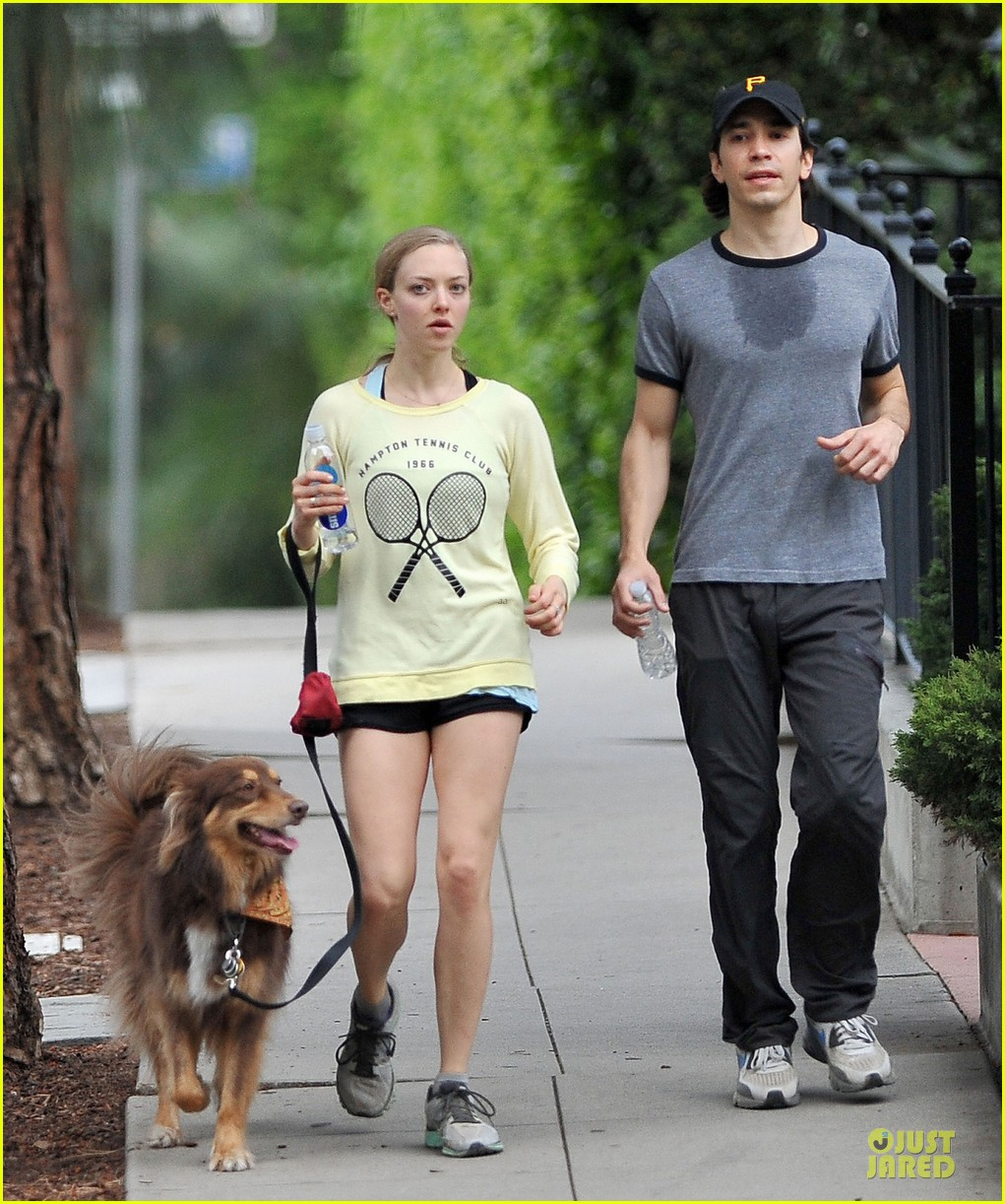 amanda seyfried working out with justin long 01