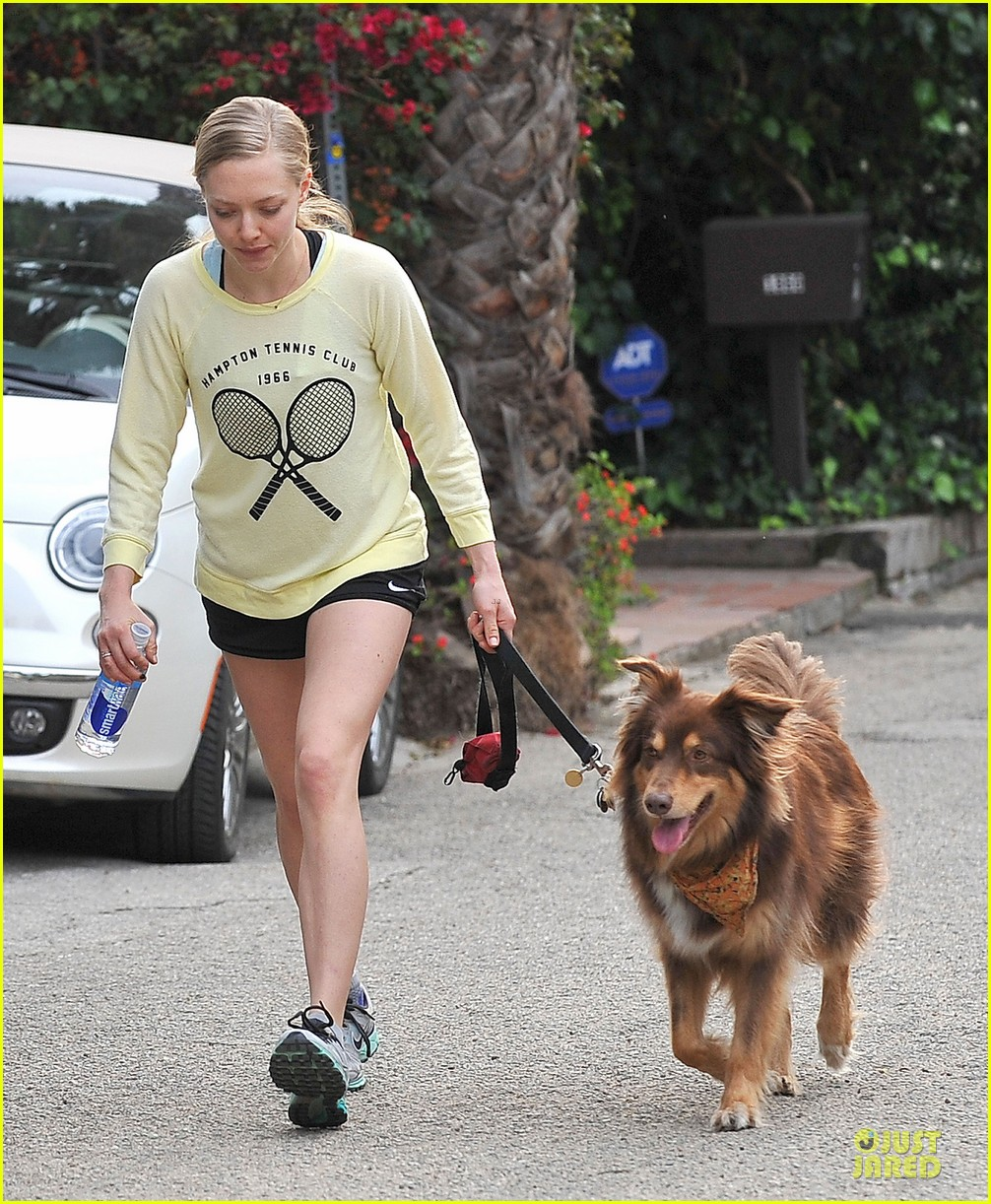 amanda seyfried working out with justin long 03