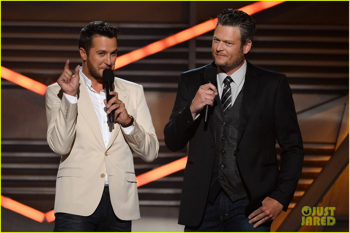 blake shelton disses britney spears at acm awards 2014 10