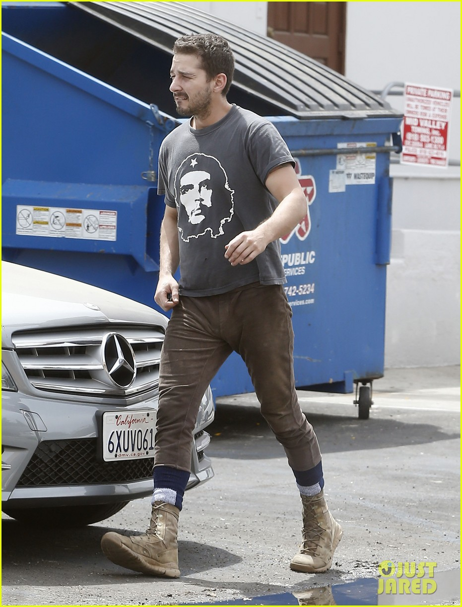 shia labeouf reportedly bought lunch for a homeless man 01
