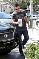 sarah michelle gellar runs errands with hubby freddie prinze jr 05