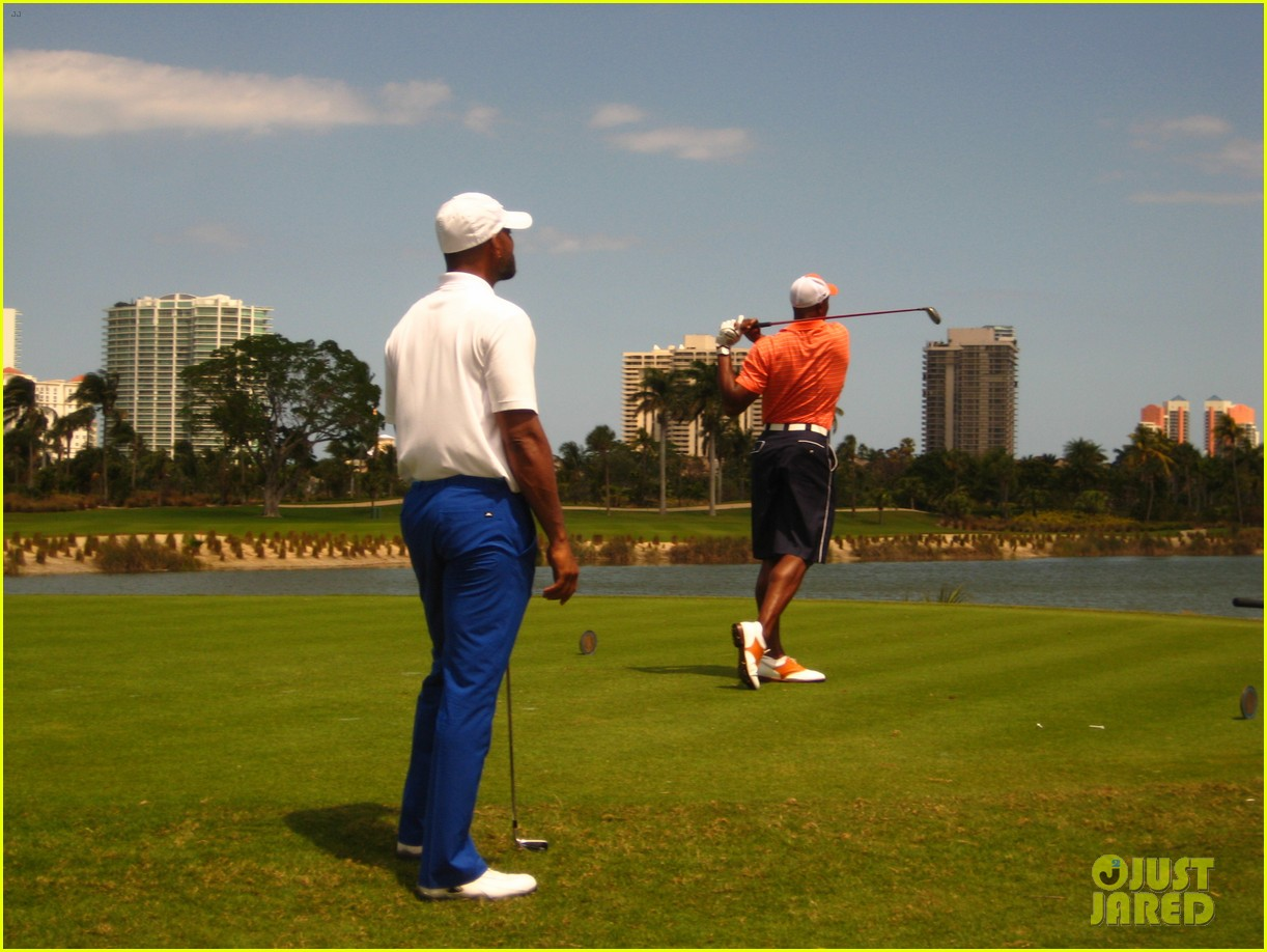 will smith tees off with pals at golf course in miami 02