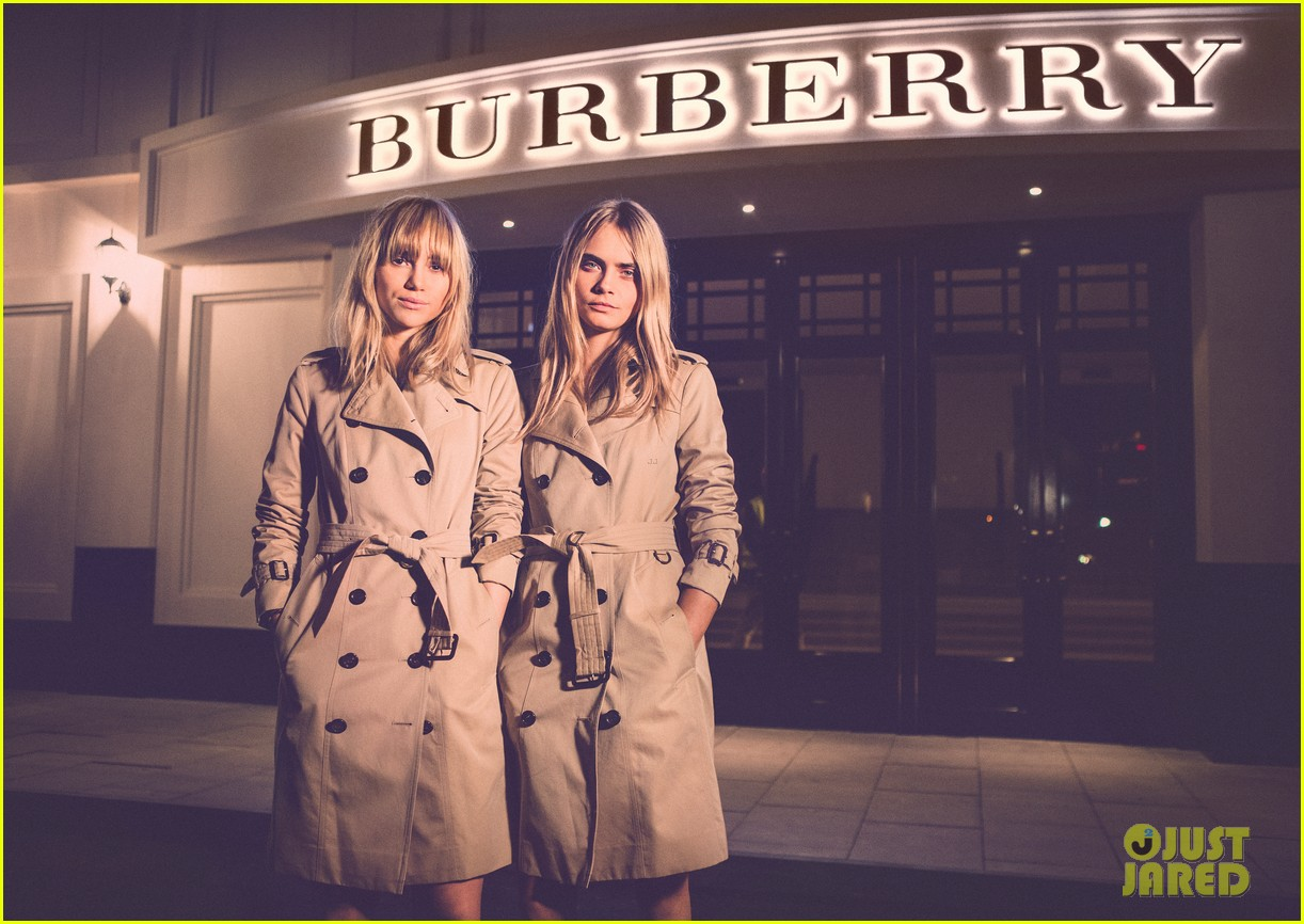 suki waterhouse shows off some serious leg at burberry shanghai opening 073098285