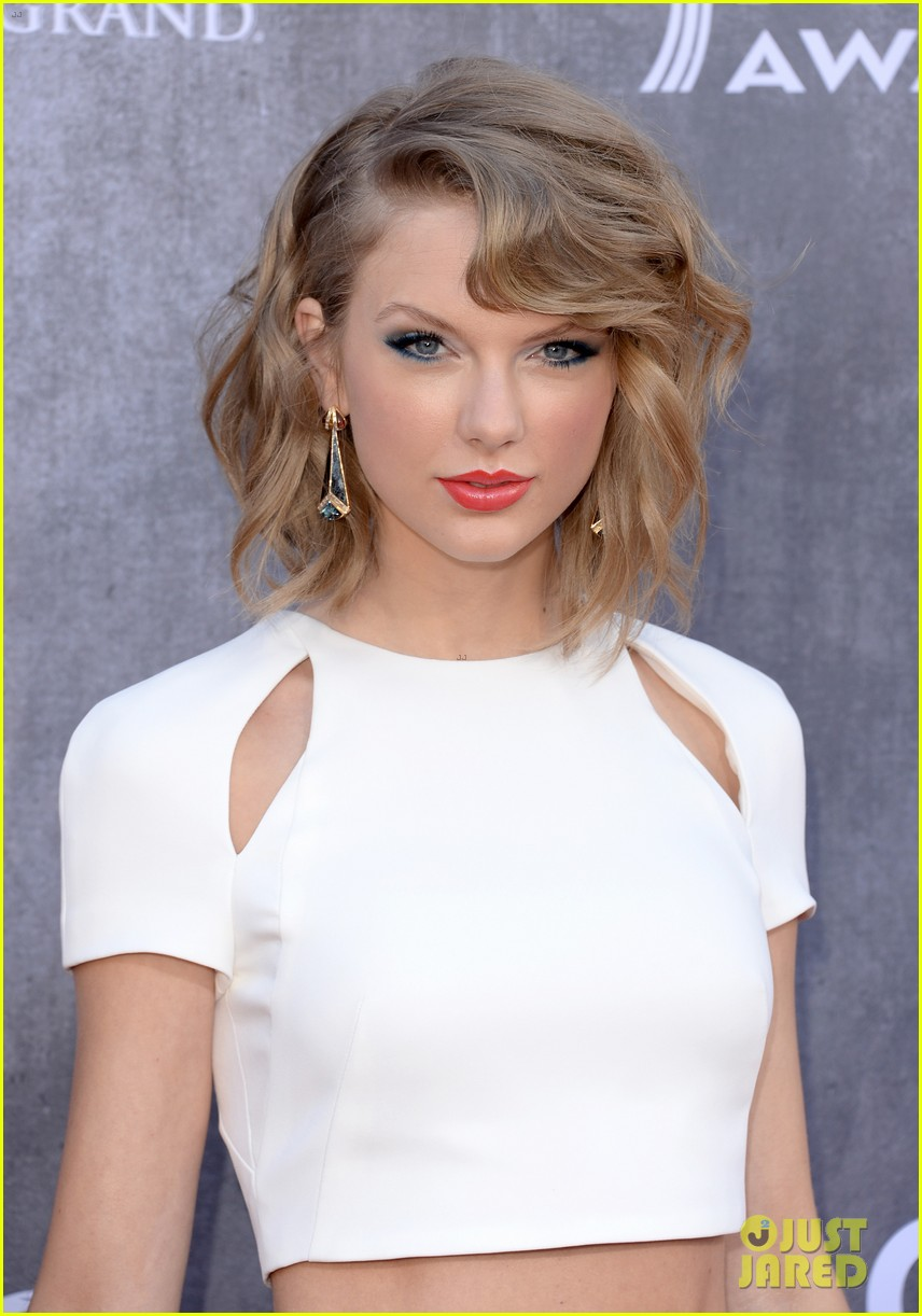 taylor swift acm awards 2014 red carpet 073085794