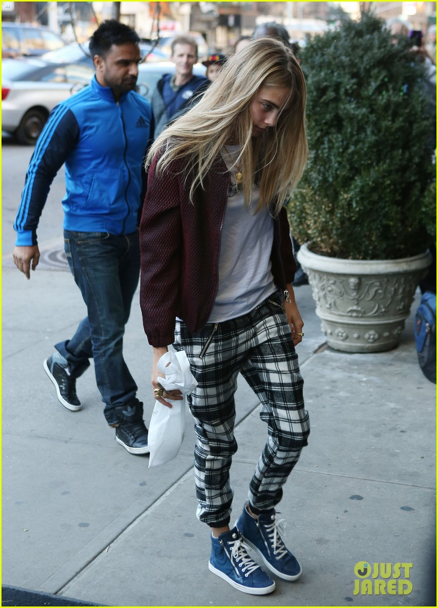 taylor swift model cara delevingne lunch 01