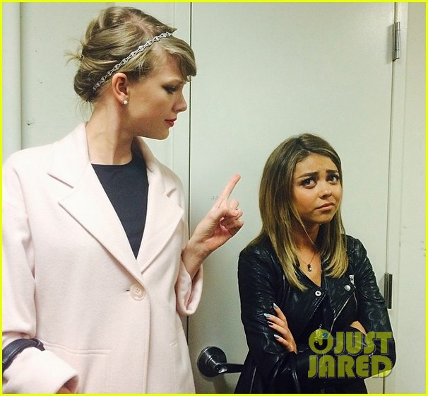 taylor swift gives her pal sarah hyland the finger see the hilarious pic 03