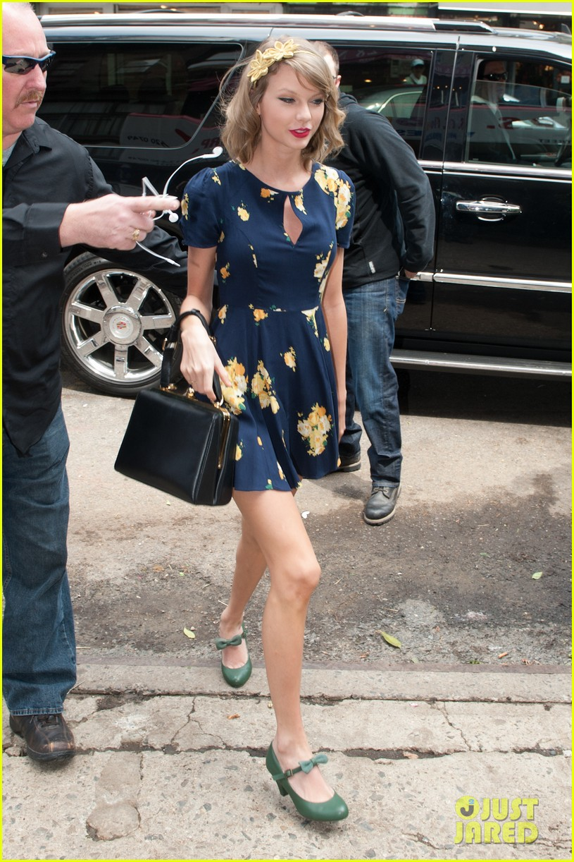 taylor swift celebrates earth day by going flower shopping 08