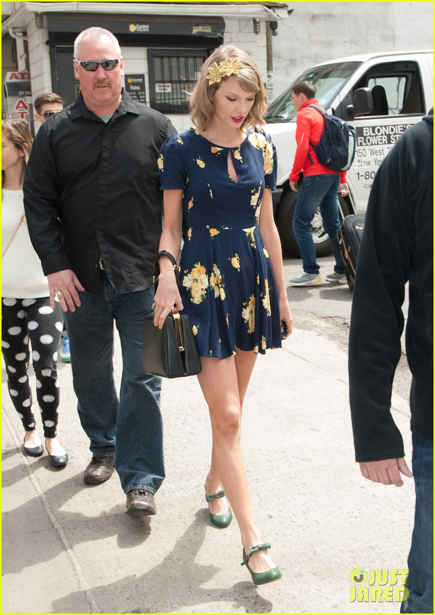 taylor swift celebrates earth day by going flower shopping 15