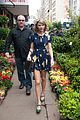 taylor swift celebrates earth day by going flower shopping 04