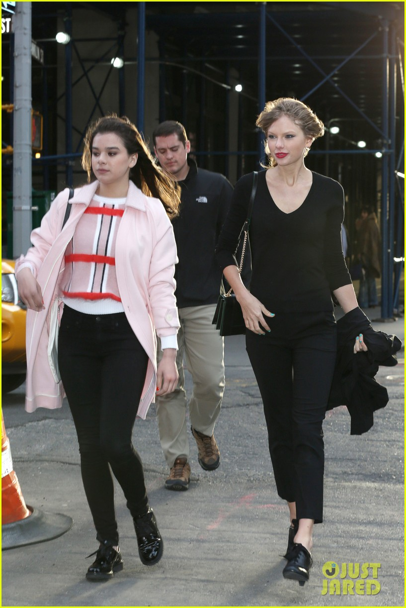 taylor swift hailee steinfeld get caught in the wind 06