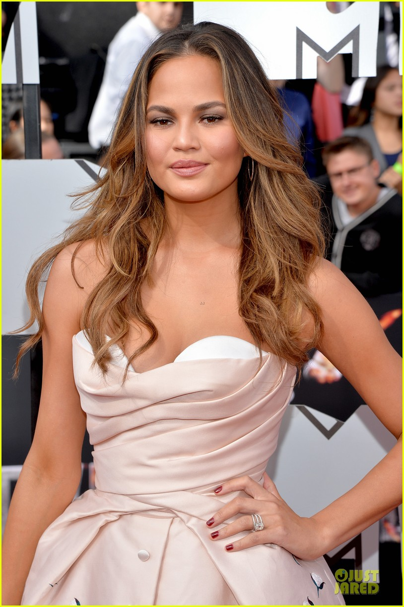 chrissy teigen mtv movie awards 2014 04