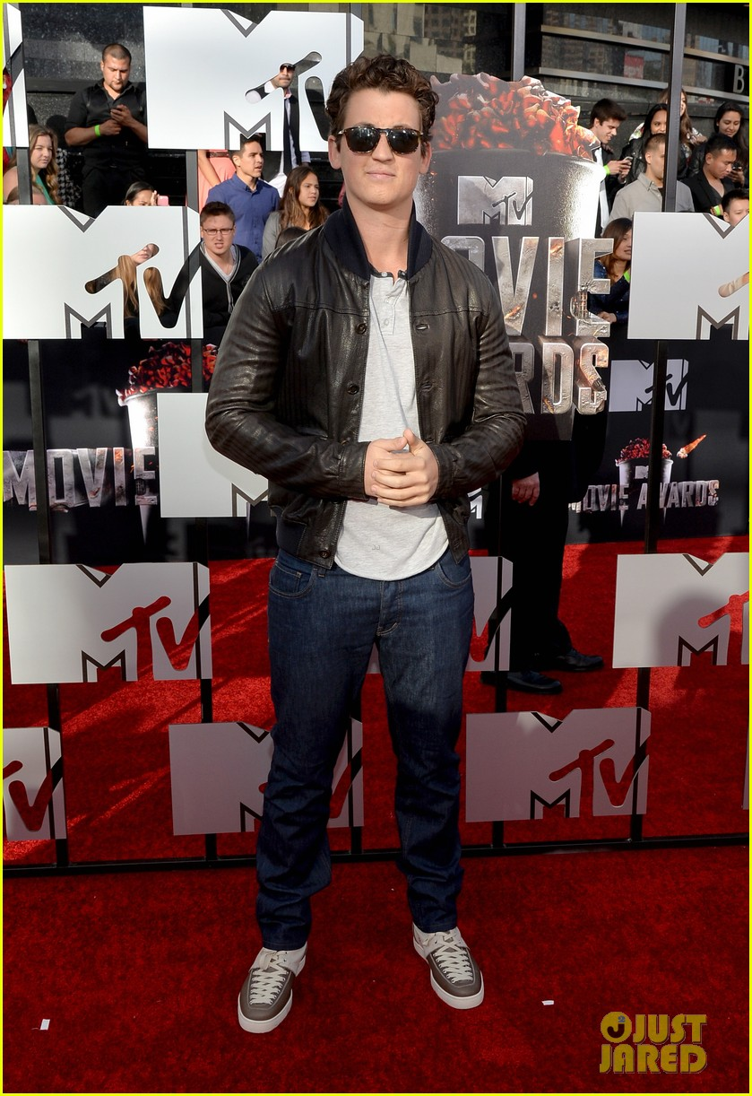miles teller is all about the shades on the mtv movie awards red carpet 2014 03