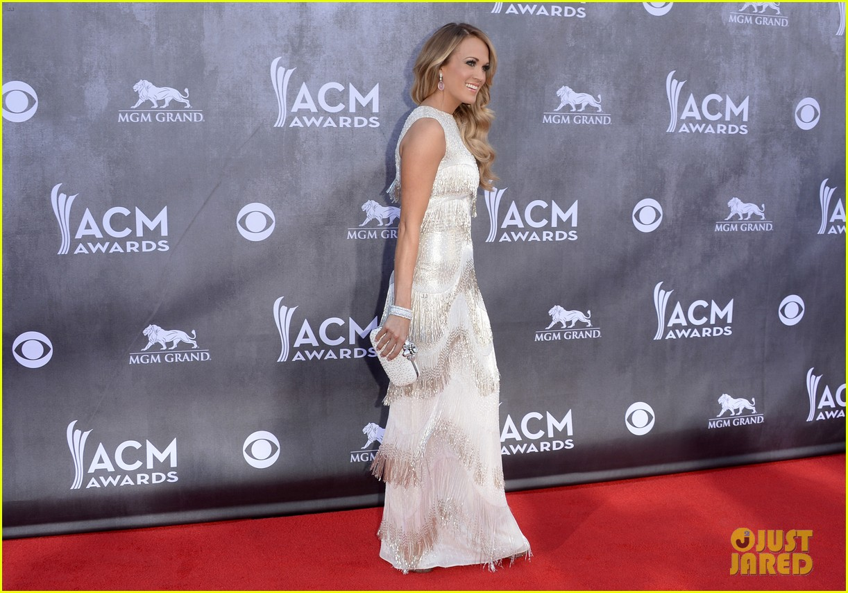 carrie underwood acm awards 2014 red carpet 093085774