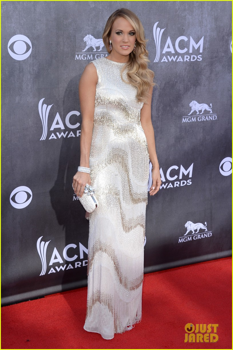 carrie underwood acm awards 2014 red carpet 10