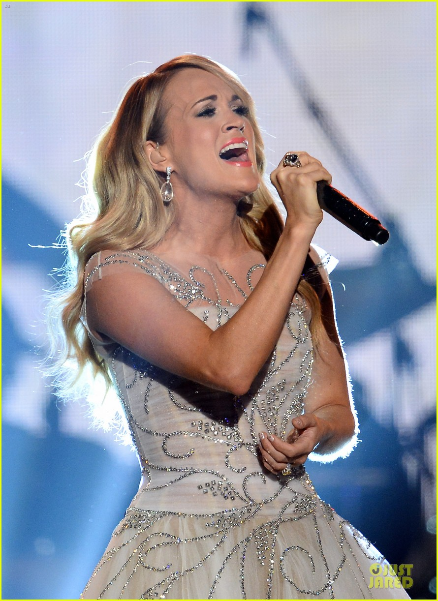 carrie underwood salute the troops 023086767