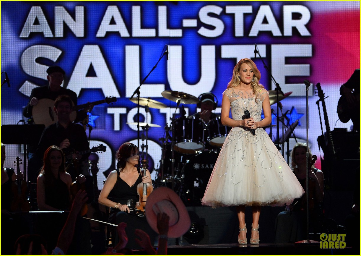 carrie underwood salute the troops 083086773