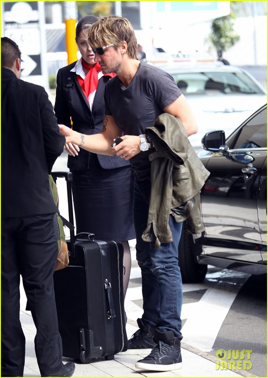 keith urban catches flight to make it back for american idol tonight 05