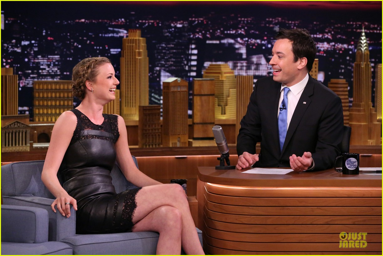 emily vancamp leather on tonight show 03