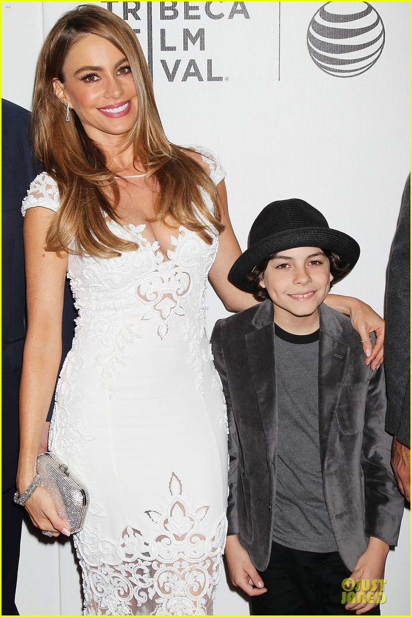 sofia vergara jon favreau premiere chef at tribeca 14