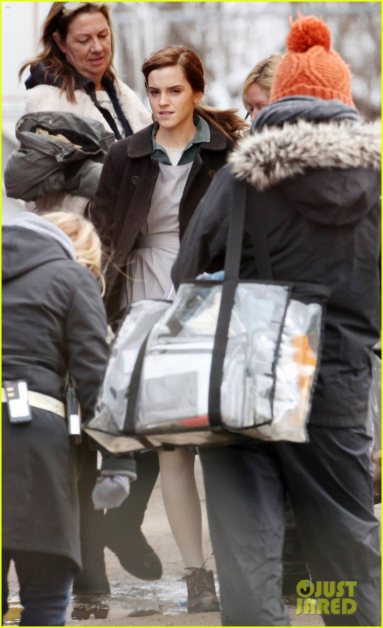 emma watson celebrates 24th birthday on regression set 04