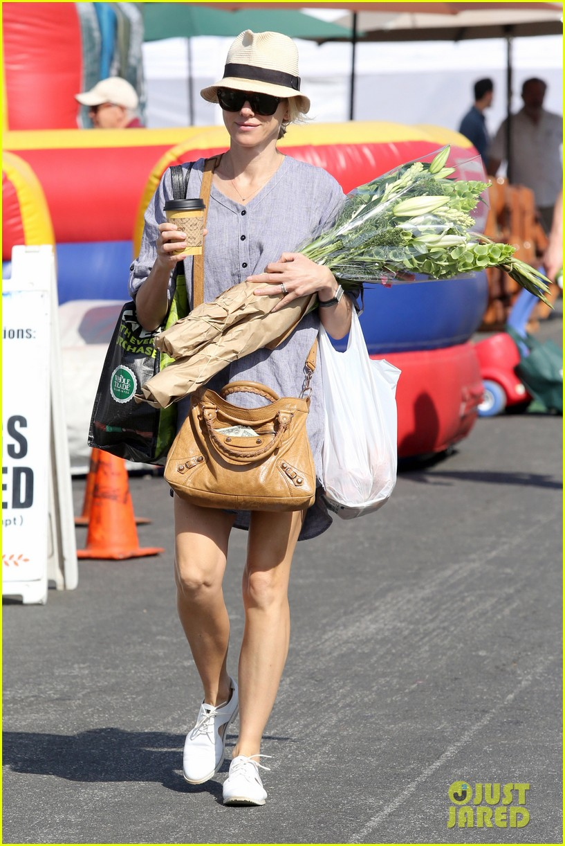 naomi watts rocks a baggy shirt dress for easter sunday shopping 013095822