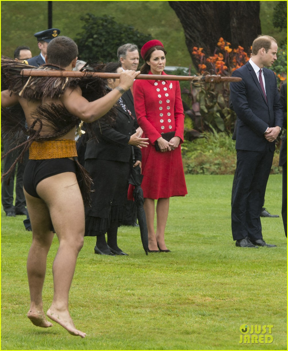 prince william kate middleton new zealand half naked man nose kisses 07