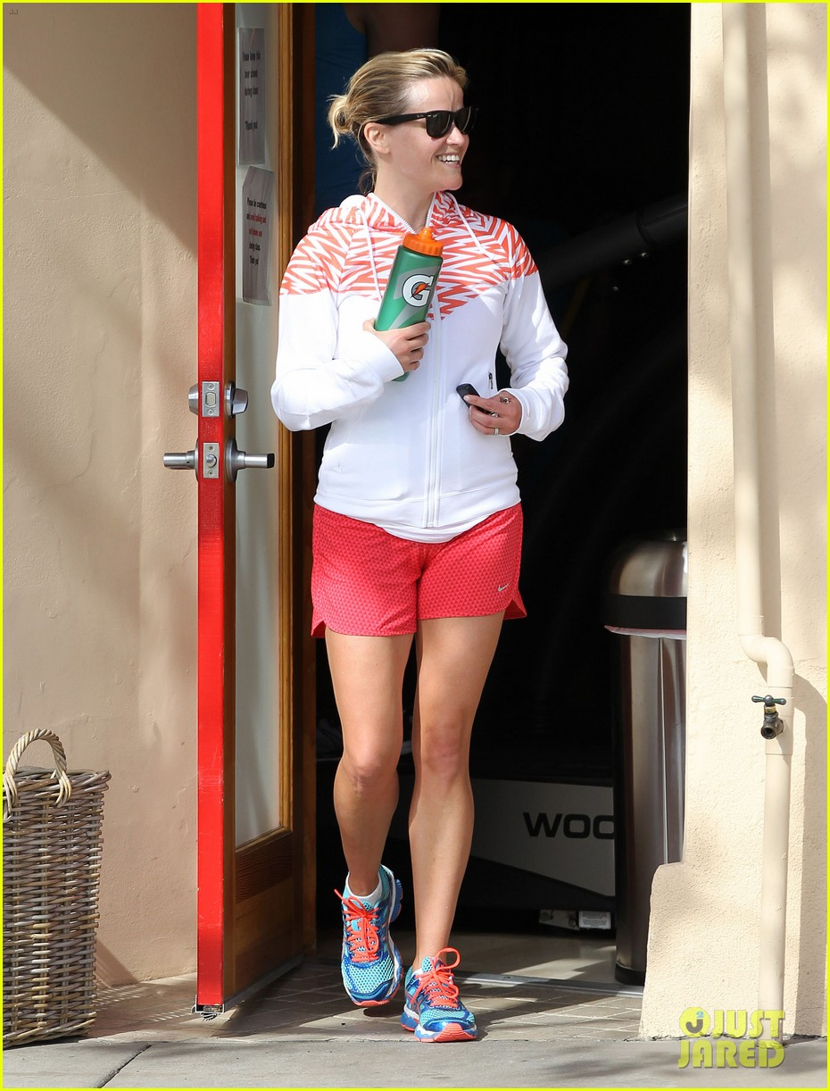 reese witherspoon cant stop smiling 07