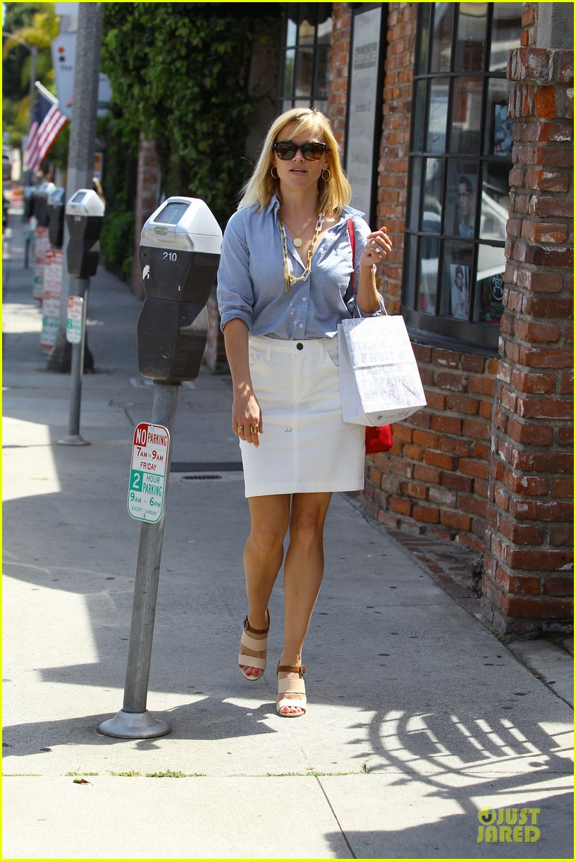 reese witherspoon epitome of spring fashion 08
