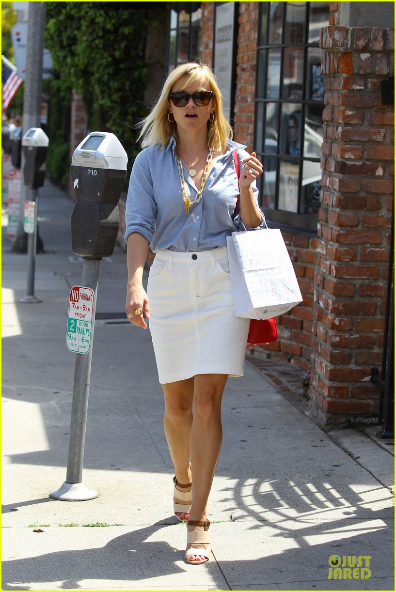 reese witherspoon epitome of spring fashion 09