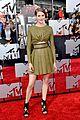 shailene woodley bares midriff at mtv movie awards 04